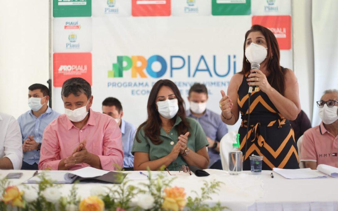 Wellington Dias visita obras e autoriza ações do PRO Piauí em Luís Correia