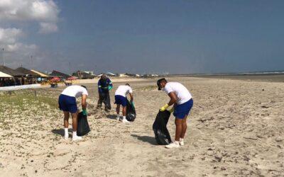Prefeitura de Luís Correia realiza mutirão de limpeza na praia de Atalaia